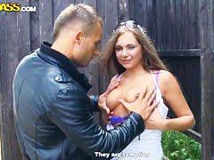 Японская хозяйка с соседом решается на жесткие штучки