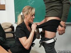 Мигера брюнетка с блондинкой отлично нашла общий язык